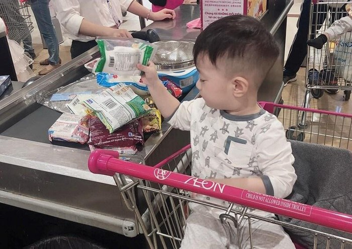 Trước khi bị cả 2 vợ cũ chỉ trích vô trách nghiệm, nam diễn viên Việt Anh từng có cách nuôi dạy con rất gì và này nọ-6