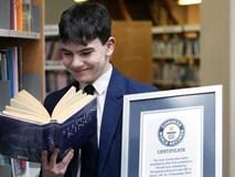 Gọi đúng 129 cuốn sách sau khi nghe câu đầu tiên, cậu bé 14 tuổi lập kỷ lục thế giới
