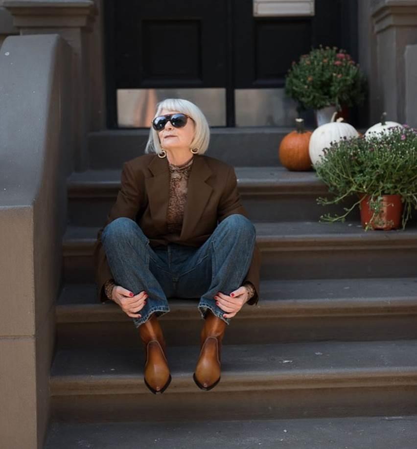 Nữ giáo sư 65 tuổi mặc chất như giới trẻ, bị nhầm là người nổi tiếng-2