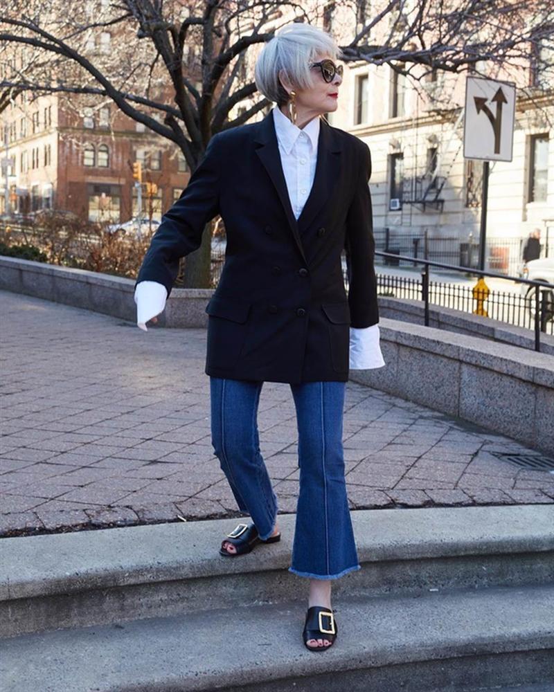 Nữ giáo sư 65 tuổi mặc chất như giới trẻ, bị nhầm là người nổi tiếng-5