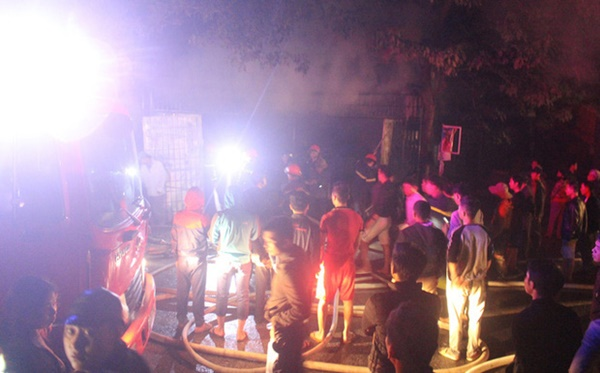 Cháy cửa hàng tạp hóa ngày ông Công ông Táo, thiệt hại tiền tỷ-1
