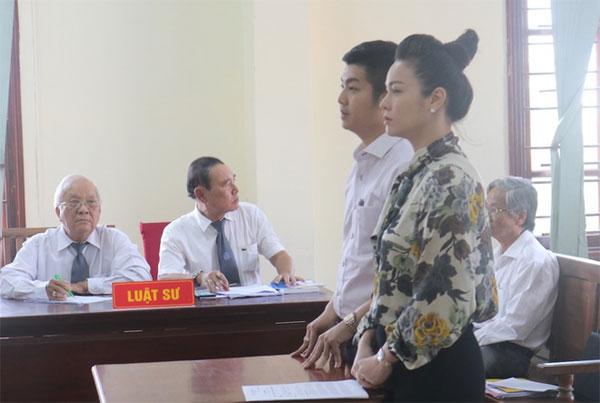 Nhật Kim Anh lần đầu được tự đưa con đi chơi giữa ồn ào với chồng cũ-2