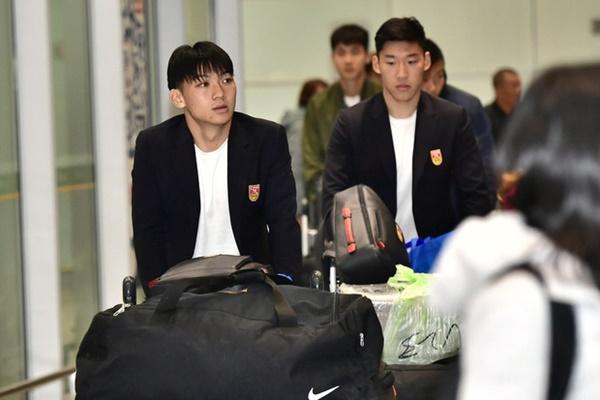 Buồn như đội tuyển U23 Trung Quốc ngày về nước: Đã mệt lả, kiệt sức vì chuyến bay dài lại còn bị các CĐV quay lưng-1