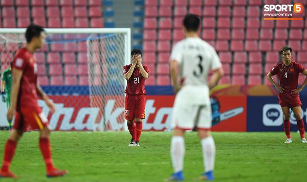 Báo châu Á gây sốc với bình luận cực gắt: Đình Trọng là cầu thủ chơi xấu nhất U23 Việt Nam, ông Park cực giỏi dùng chiêu trò khiêu khích trọng tài-2
