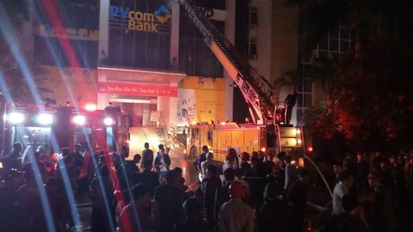 Hiện trường vụ cháy tòa nhà dầu khí Thanh Hóa khiến 2 người chết, 13 người bị thương-2