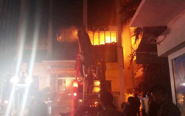 Hiện trường vụ cháy tòa nhà dầu khí Thanh Hóa khiến 2 người chết, 13 người bị thương-3