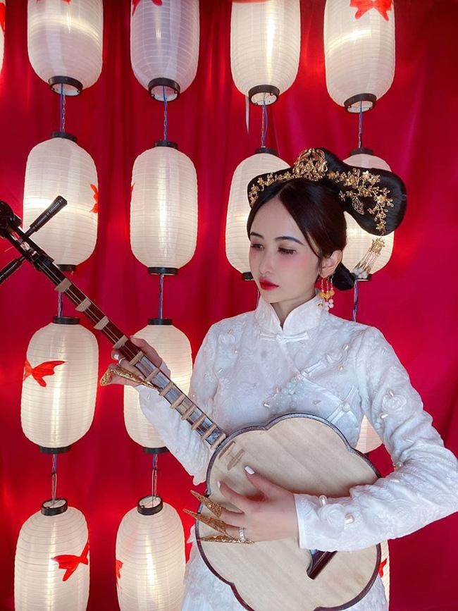 Vợ hai Minh Nhựa khiến dân tình hoảng hồn với bộ ảnh phong cách Trung Hoa: Nhìn cứ tưởng búp bê bị hỏng khuôn đúc chứ!-6