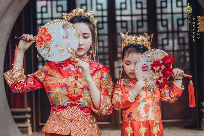Vợ hai Minh Nhựa khiến dân tình hoảng hồn với bộ ảnh phong cách Trung Hoa: Nhìn cứ tưởng búp bê bị hỏng khuôn đúc chứ!-8