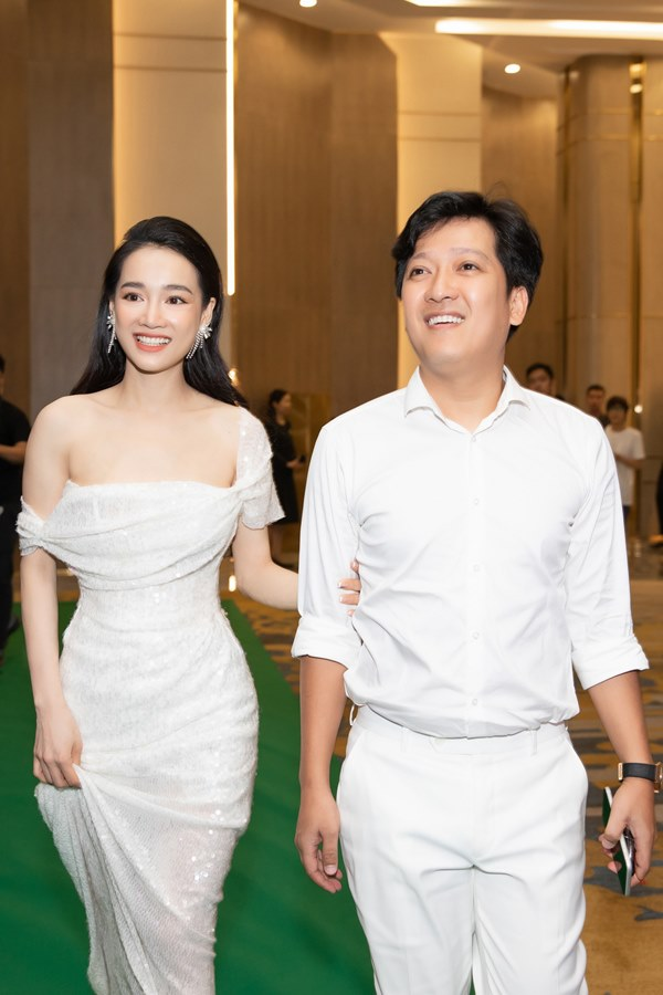 Cái ngược thú vị trong phong cách của hai cặp vợ chồng MC - danh hài hot nhất showbiz Việt từ khi kết hôn đến giờ-15