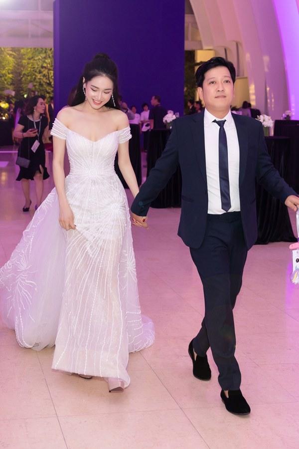 Cái ngược thú vị trong phong cách của hai cặp vợ chồng MC - danh hài hot nhất showbiz Việt từ khi kết hôn đến giờ-16