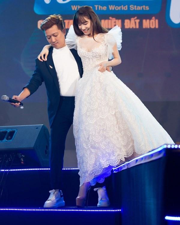 Cái ngược thú vị trong phong cách của hai cặp vợ chồng MC - danh hài hot nhất showbiz Việt từ khi kết hôn đến giờ-18