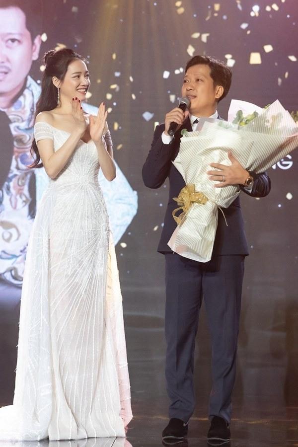 Cái ngược thú vị trong phong cách của hai cặp vợ chồng MC - danh hài hot nhất showbiz Việt từ khi kết hôn đến giờ-19