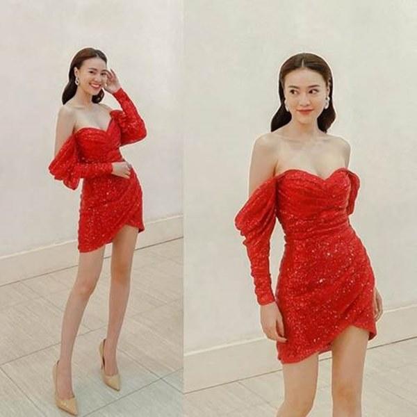 Đụng hàng chiếc váy đỏ Hồng Diễm từng diện, Ninh Dương Lan Ngọc liệu có trên phân?-1