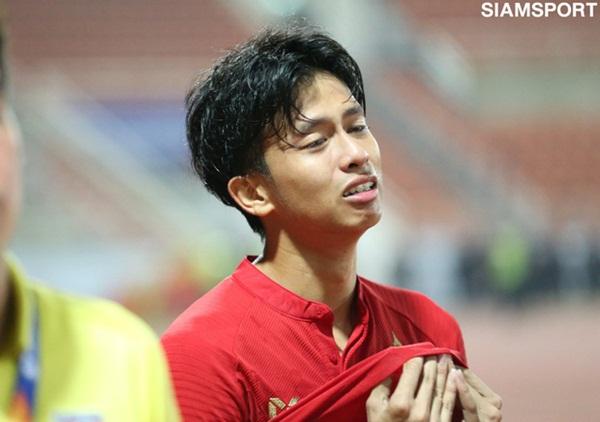 Cầu thủ U23 Thái Lan khóc nức nở, gọi quyết định thổi penalty của trọng tài là một tai nạn-3