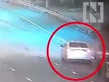 Ôtô con chạy chậm gây tai nạn thảm khốc trên đường