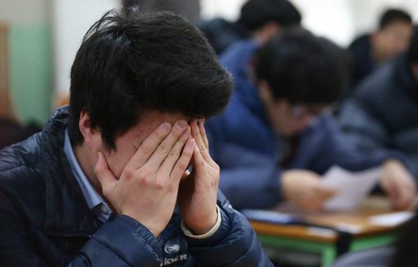 Thấy bạn cùng lớp có thành tích học tập vượt trội hơn con mình, bà mẹ lập tức lùng số điện thoại rồi tung lời đe dọa đáng sợ-1