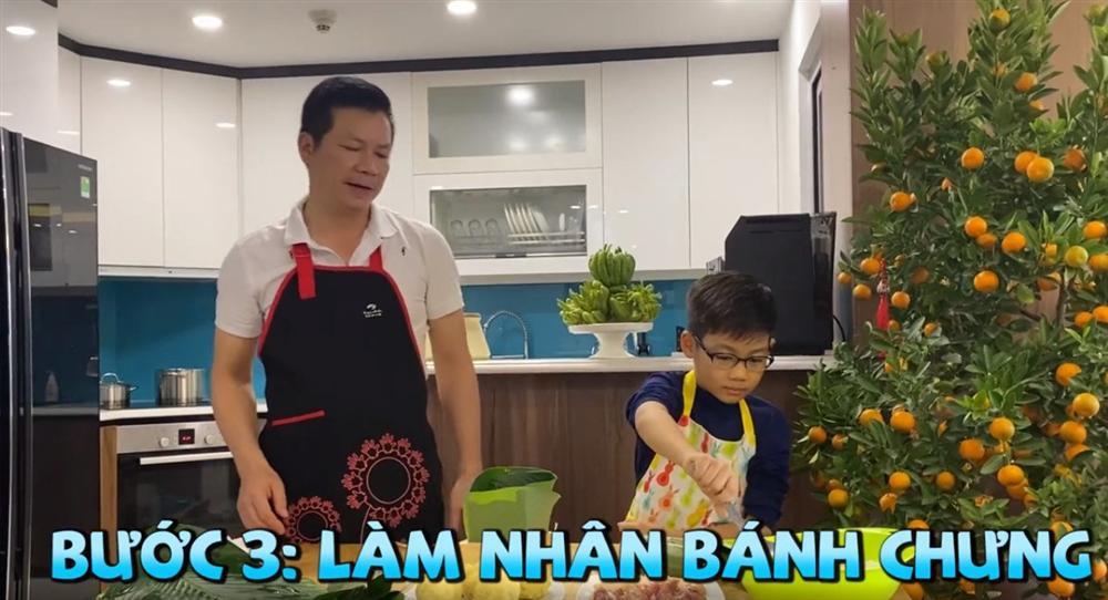 Shark Hưng dạy con trai gói bánh chưng, cu cậu đáng yêu gây sốt-7
