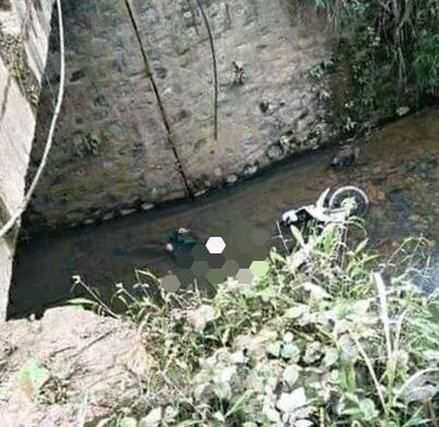 Phát hiện xác nam giới chìm cùng xe máy ở Lạng Sơn-1