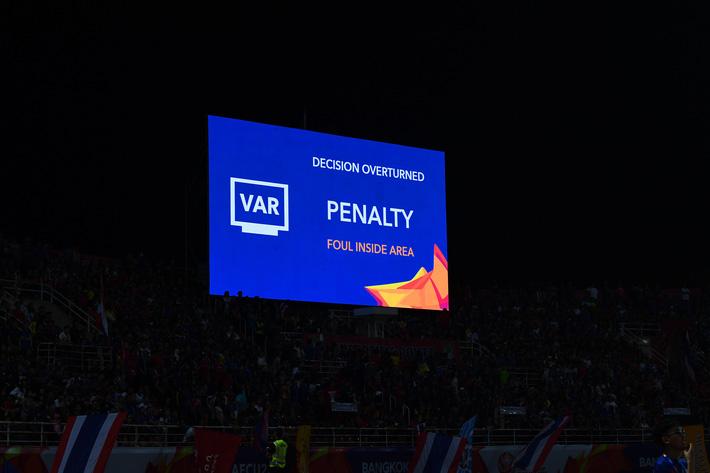 Uất ức với quả penalty bí hiểm, Thái Lan gửi khiếu nại lên AFC, đòi một câu công bằng-1