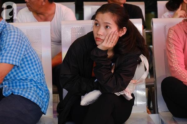 Sân bay Tân Sơn Nhất đông khủng khiếp, trẻ con vật vờ, sốt li bì theo cha mẹ về quê-8