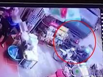 Đứa trẻ bị xe tải tông chết khi lao sang đường
