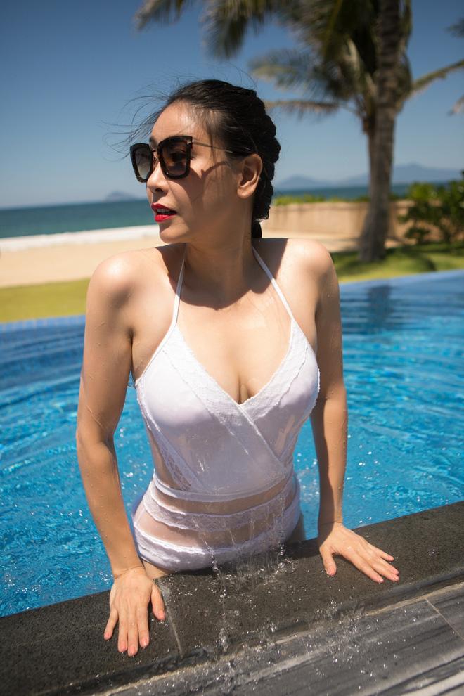 Thân hình nóng bỏng khó tin ở tuổi 43 của hoa hậu Hà Kiều Anh-10