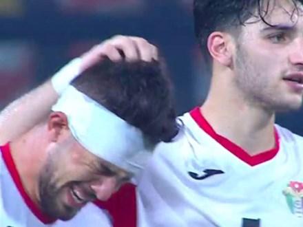 Cầu thủ Jordan òa khóc như trẻ con sau khi bị dàn trai đẹp Hàn Quốc đánh bại