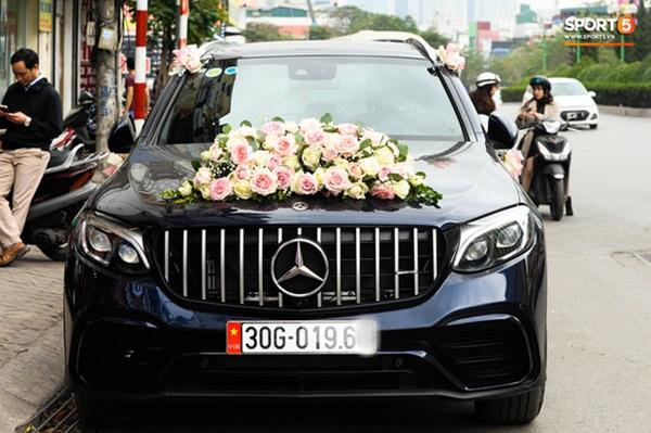 Xe ôtô tiền tỷ của Duy Mạnh và Quỳnh Anh va quệt với xe máy trên cầu vượt ở Hà Nội-2