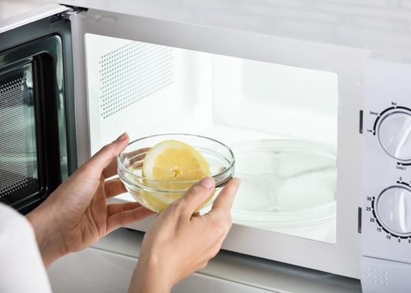 Mách chị em mẹo vệ sinh đúng cách tivi, tủ lạnh và các thiết bị điện để đón Tết-4