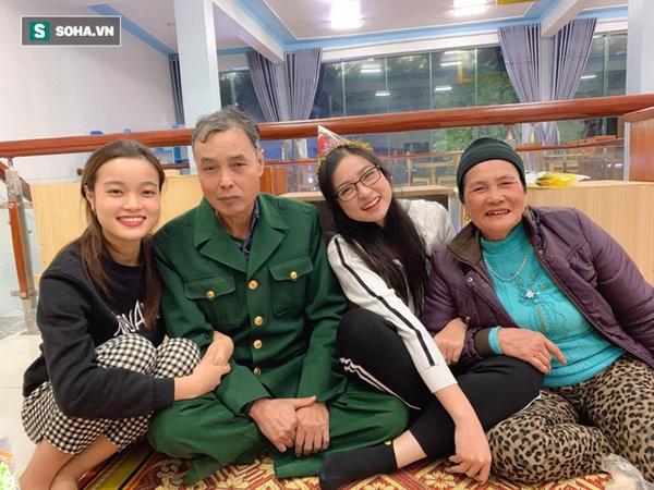 Sự thật đằng sau bức ảnh 4 chị em mặc áo hoa của mẹ đón Tết, 2 cô trẻ nhất bị rao bán vì quá ế!-2