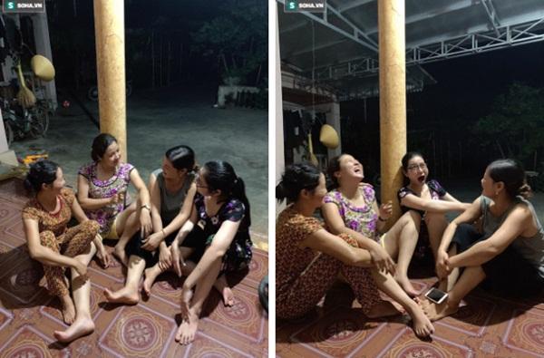 Sự thật đằng sau bức ảnh 4 chị em mặc áo hoa của mẹ đón Tết, 2 cô trẻ nhất bị rao bán vì quá ế!-5