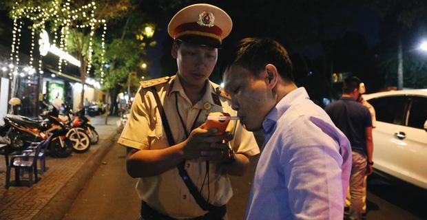 10 thứ về Tết được Google nhiều nhất bởi người Việt: Nhu cầu sống ảo là nhất, phạt nồng độ cồn xếp thứ 2-1