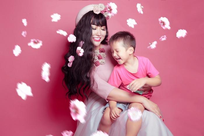 Phi Thanh Vân dịu dàng bên con trai, gợi cảm phá cách khi một mình-9