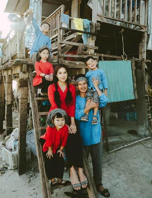 Gia đình Lý Hải Minh Hà diện áo bà ba về quê ăn Tết, bà con ai cũng trầm trồ-2
