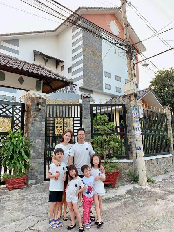 Gia đình Lý Hải Minh Hà diện áo bà ba về quê ăn Tết, bà con ai cũng trầm trồ-5