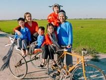 Gia đình Lý Hải Minh Hà diện áo bà ba về quê ăn Tết, bà con ai cũng trầm trồ