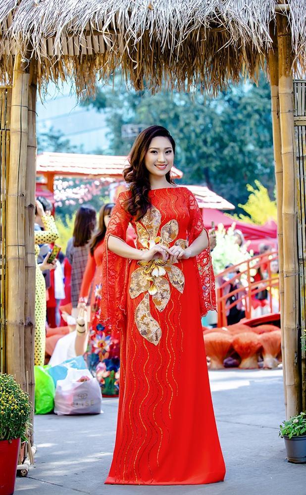 Cao Mỹ Kim xinh đẹp và quyến rũ trong tà áo dài-1