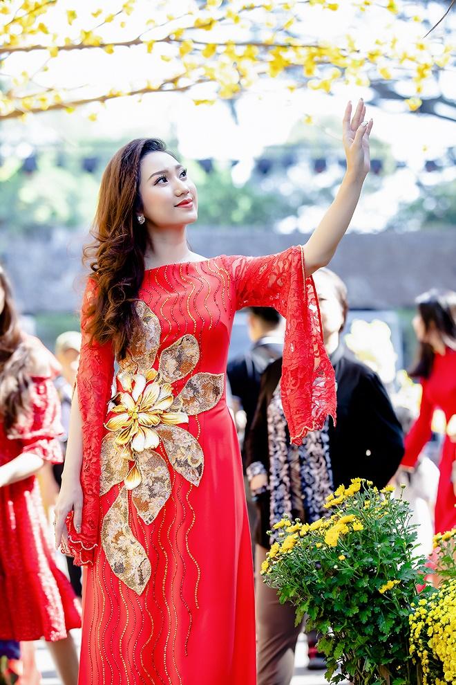 Cao Mỹ Kim xinh đẹp và quyến rũ trong tà áo dài-2