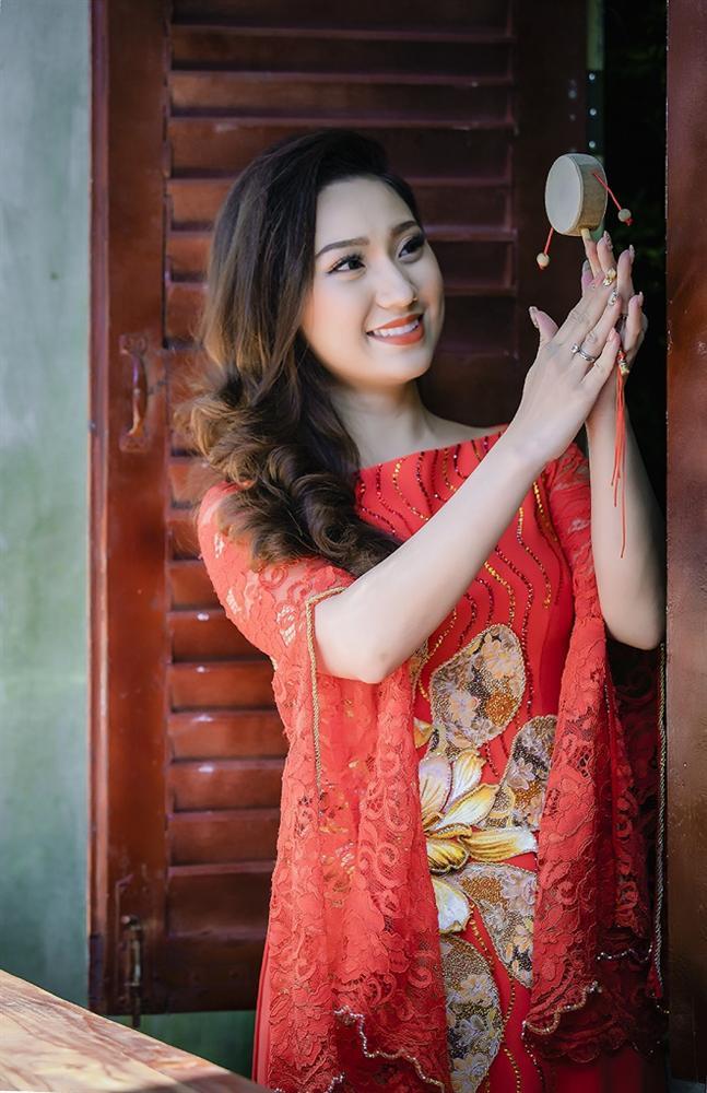 Cao Mỹ Kim xinh đẹp và quyến rũ trong tà áo dài-4