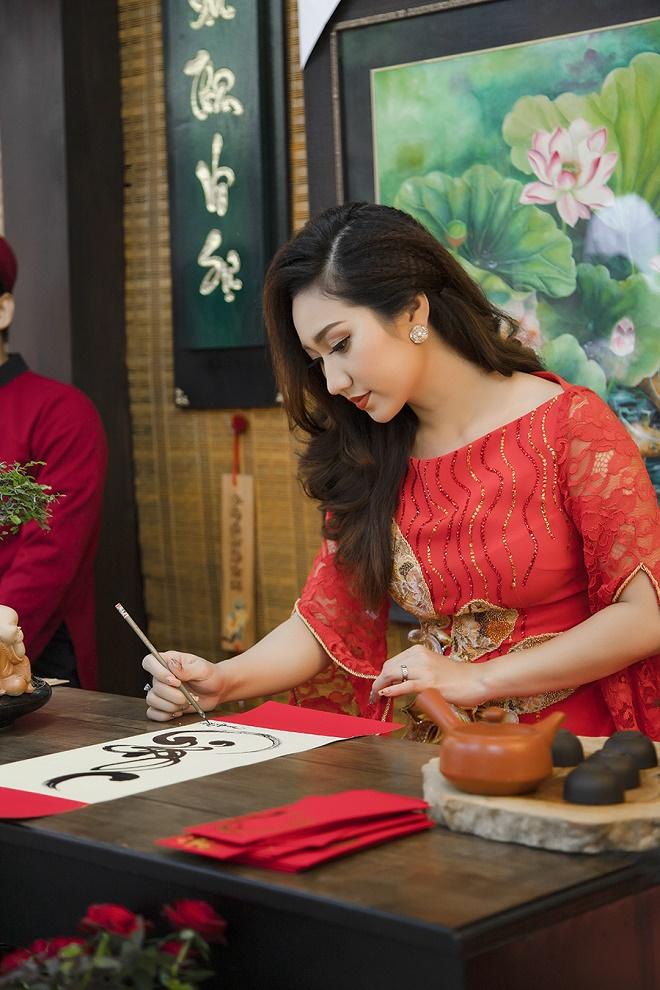 Cao Mỹ Kim xinh đẹp và quyến rũ trong tà áo dài-5