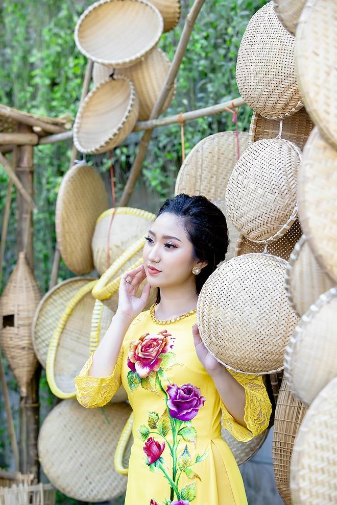 Cao Mỹ Kim xinh đẹp và quyến rũ trong tà áo dài-7