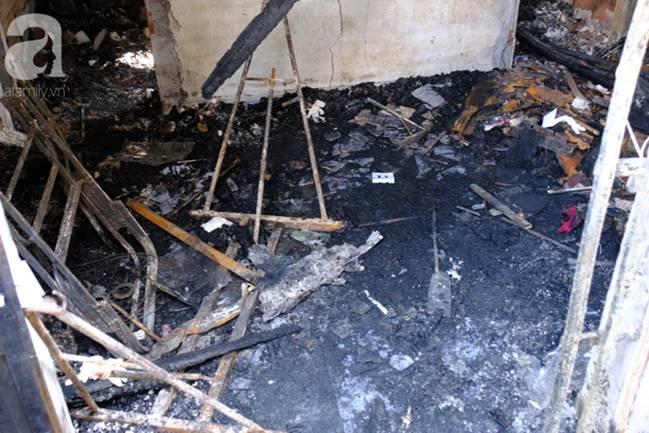 Hiện trường ngôi nhà xảy ra vụ hỏa hoạn khiến 5 mẹ con tử vong thương tâm ngày 27 Tết, mọi thứ đều cháy đen, chỉ còn lại đống đổ nát-16