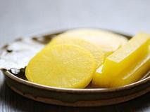 Cách làm củ cải ngâm kiểu Hàn giòn rụm chua ngọt, ăn kèm bánh chưng đảm bảo ngon hết nấc
