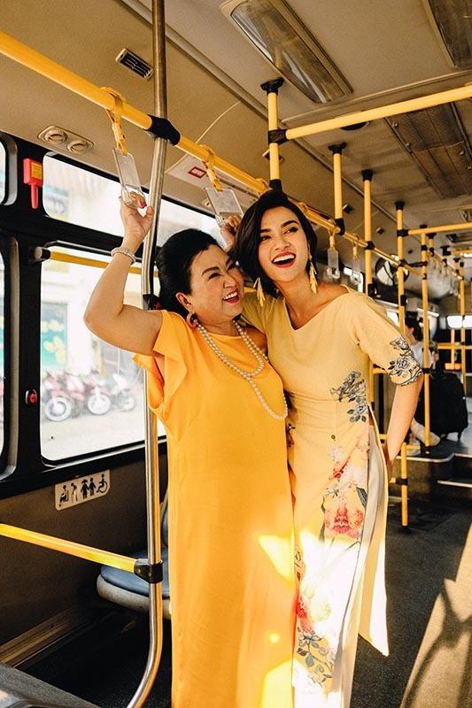 Kim Tuyến cùng mẹ dạo phố, sắm sửa đón Tết-4