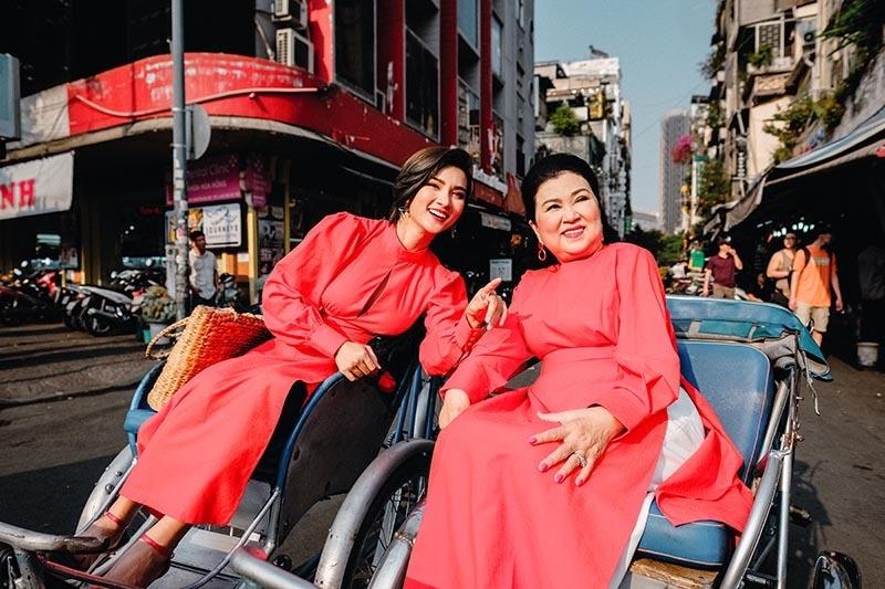 Kim Tuyến cùng mẹ dạo phố, sắm sửa đón Tết-6