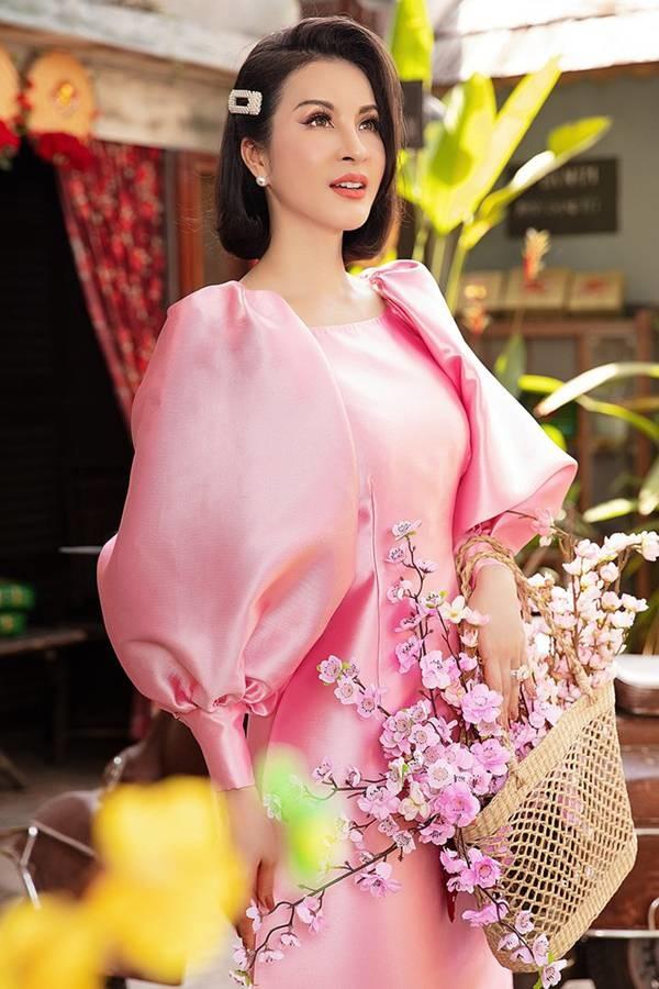 MC Thanh Mai diện áo dài Tết rực rỡ, trẻ đẹp không tì vết ở tuổi 46-1
