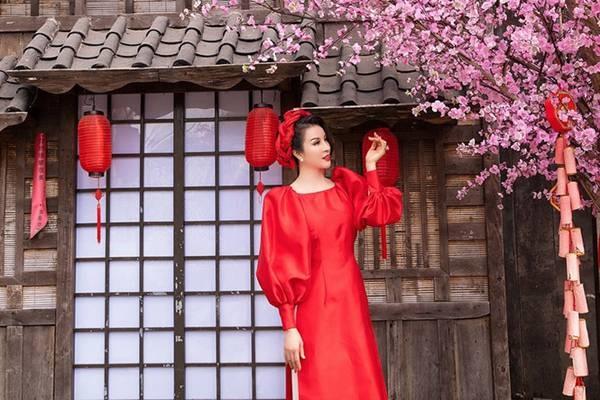 MC Thanh Mai diện áo dài Tết rực rỡ, trẻ đẹp không tì vết ở tuổi 46-2
