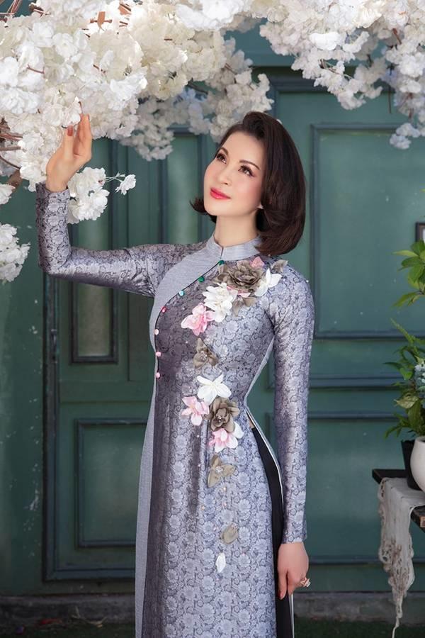 MC Thanh Mai diện áo dài Tết rực rỡ, trẻ đẹp không tì vết ở tuổi 46-4