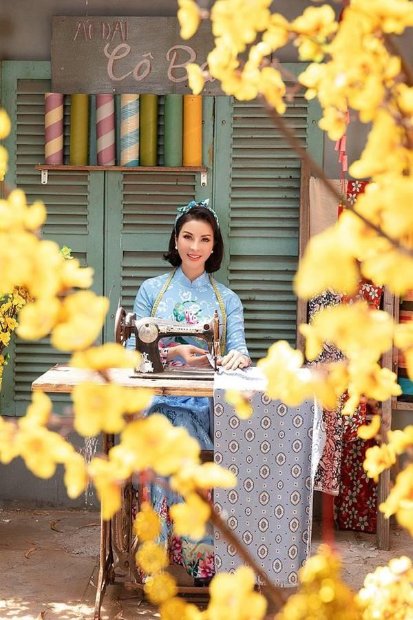 MC Thanh Mai diện áo dài Tết rực rỡ, trẻ đẹp không tì vết ở tuổi 46-5