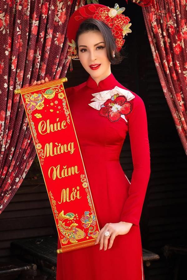 MC Thanh Mai diện áo dài Tết rực rỡ, trẻ đẹp không tì vết ở tuổi 46-6